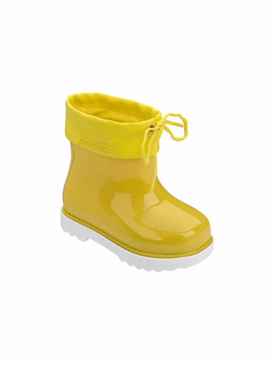 mini_melissa_mini_rainboot_yellow_contrast